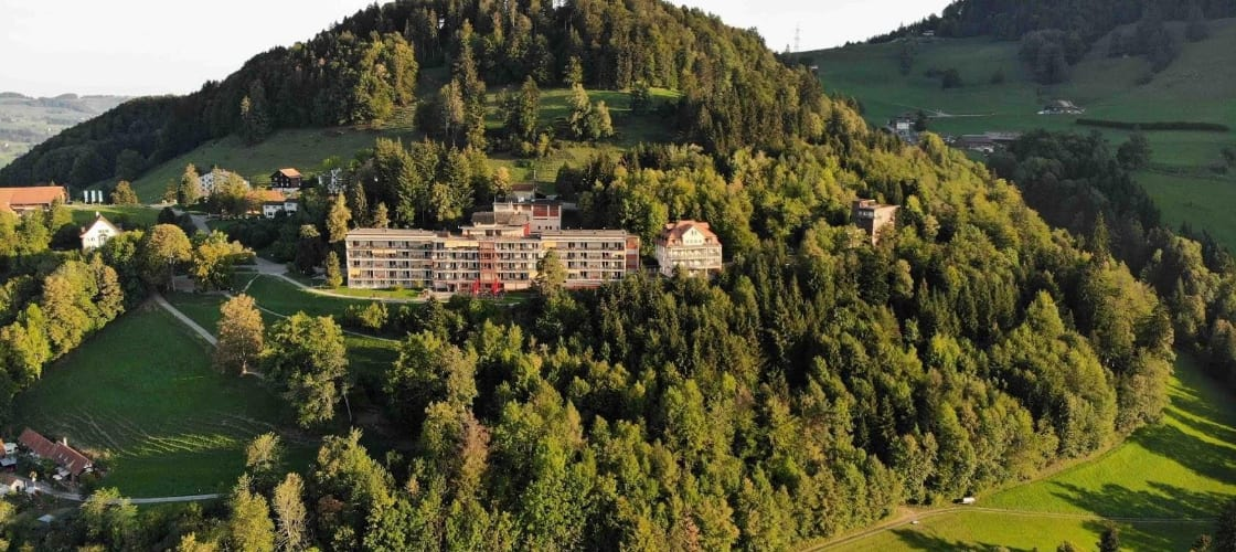 Klinik Wald: Heilung an traumhafter Lage